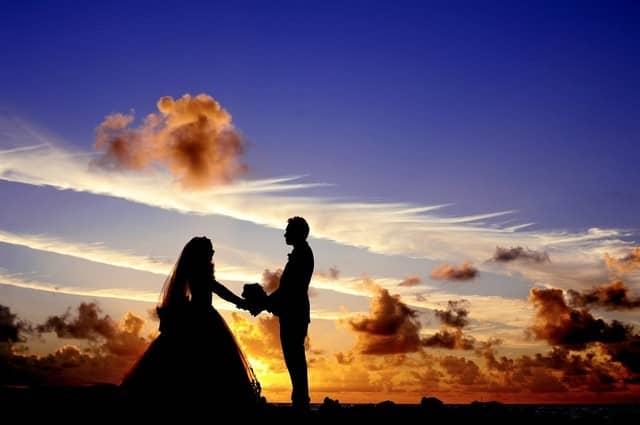 Kolik stojí svatba, když si chtejí dva lidi říct ano?